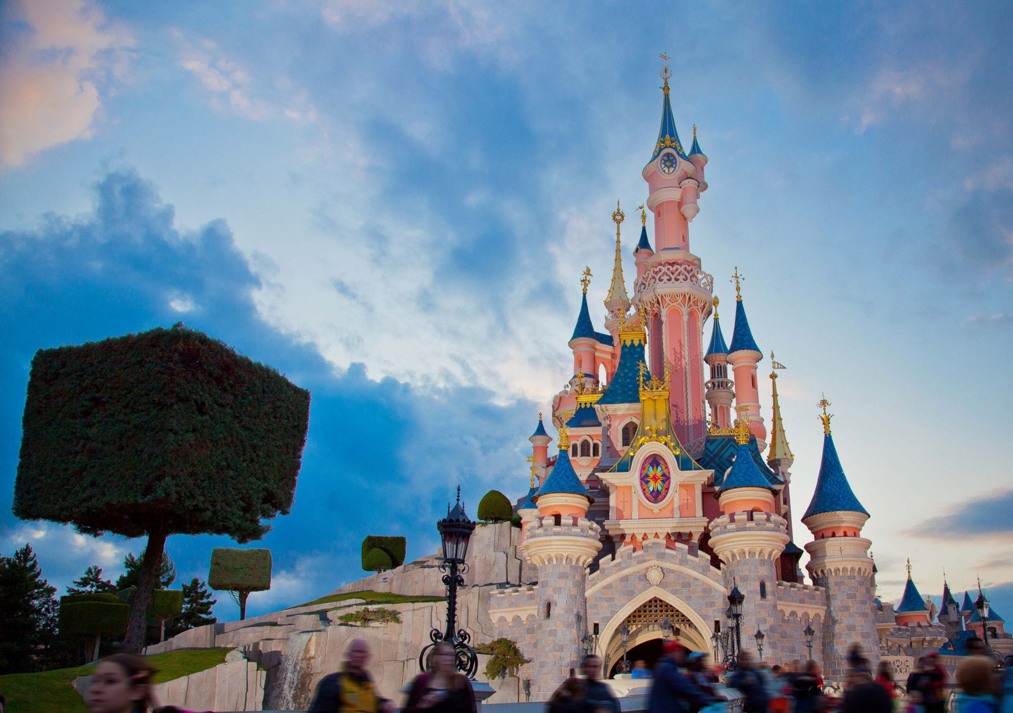 20% off Hotel and Park Tickets with Free Full Board Meal Plan and a €100 Disneyland® Paris Gift Card
